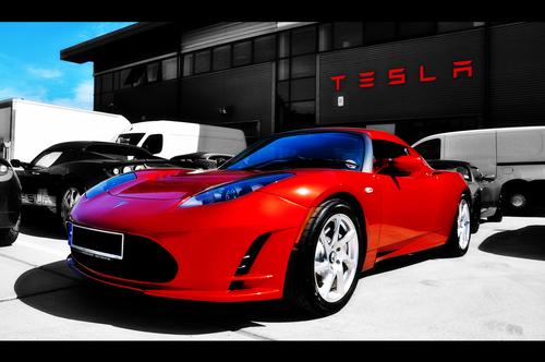 Tesla : Faut-il investir dans ce fabricant de voitures électriques ?